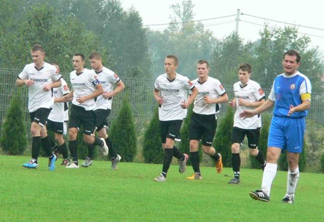 Piłkarze Wulkana Windoor Zakrzew pokonali Pilicę Białobrzegi.