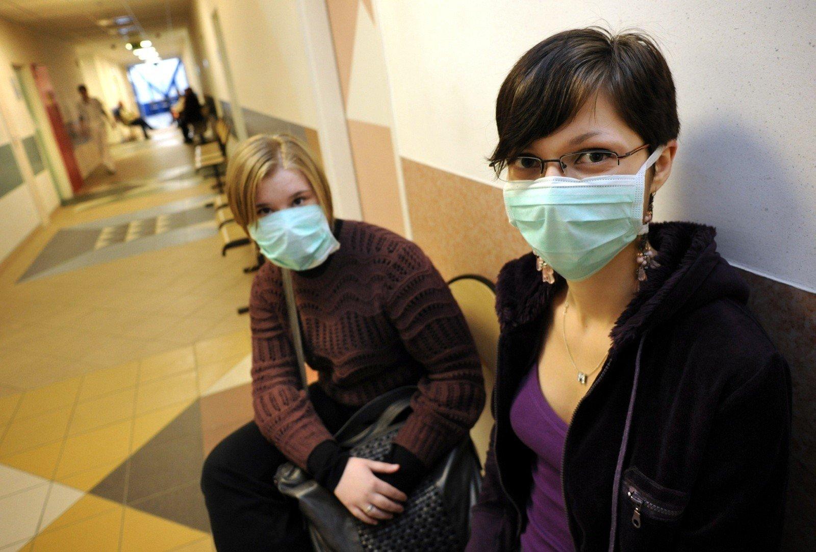 Koronawirus. Ceny maseczek na twarz poszybowały w górę. Czy maseczki chirurgiczne chronią przed koronawirusem? | Polska Times