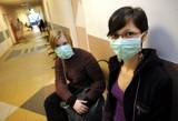 Koronawirus. Ceny maseczek na twarz poszybowały w górę. Czy maseczki chirurgiczne chronią przed koronawirusem?