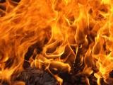 Spłonął garaż z samochodem  pod Rogowem