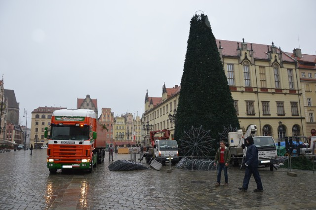Przygotowania do Jarmarku Bożonarodzeniowego na wrocławskim Rynku