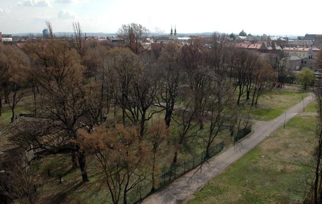 Krakowianie znów będą mogli spacerować po parku przy ulicy Szlak.