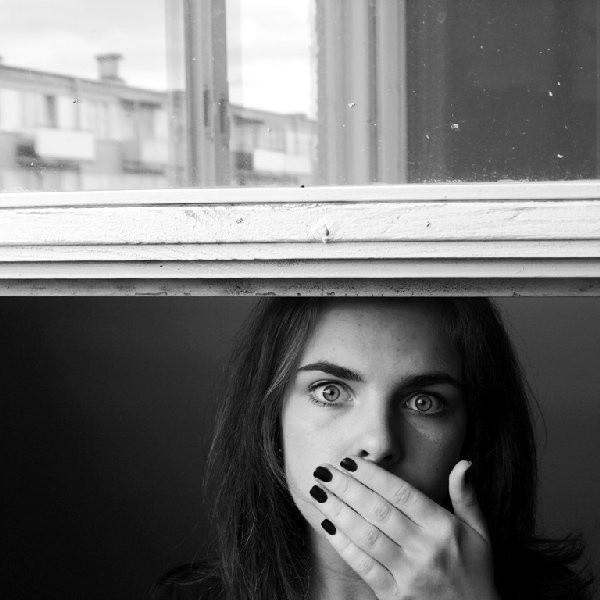 """""""W ramach inicjatywy będę prezentowała razem z koleżanką Martyną Krajewską swoje prace. Będzie to zbiór naszych najbardziej aktualnych dokonań z dziedziny fotografii. Biorę udział w tak szczytnej akcji, bo uważam, że skoro mam szansę komuś pomóc, to czemu nie. - odpowiada Ewa Kędzierska, autorka powyższego autoportretu."""