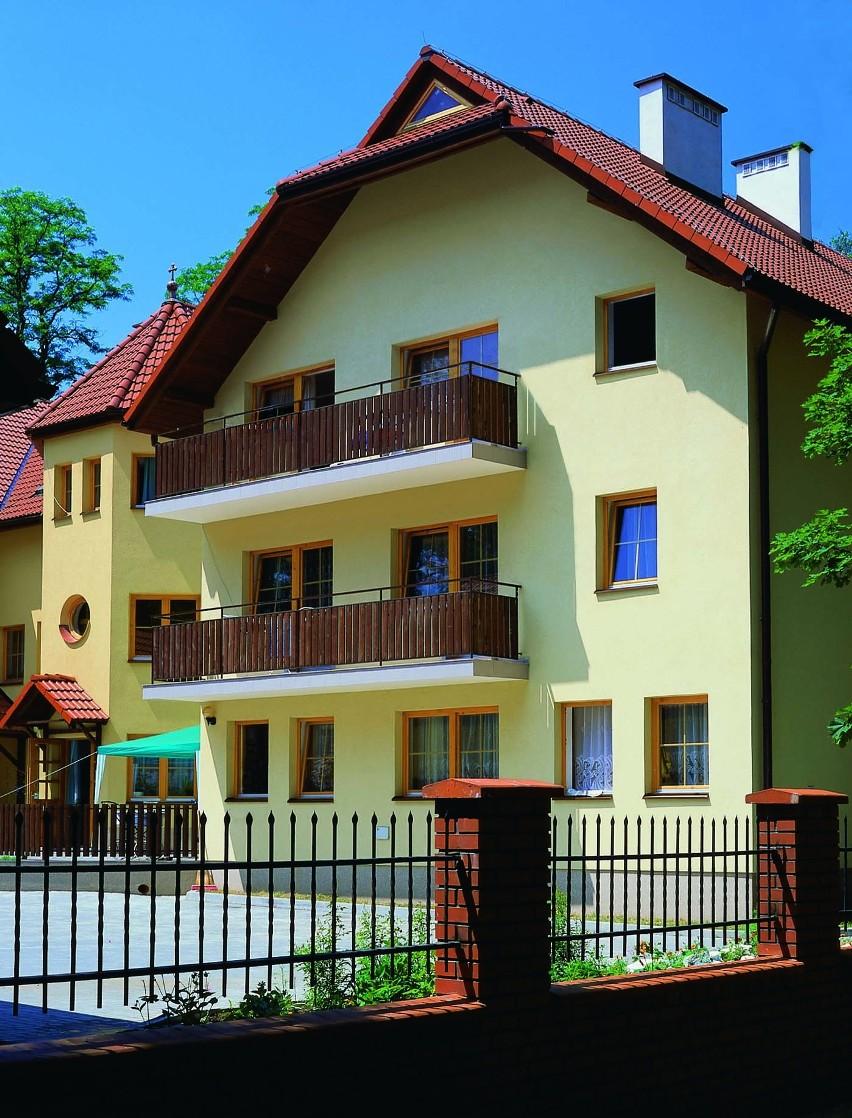 Budynek mieszkalny z elewacją wykonaną BSO...