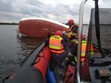 Konin: Trzy osoby w wodzie po przewróceniu się żaglówki na Jeziorze Pątnowskim