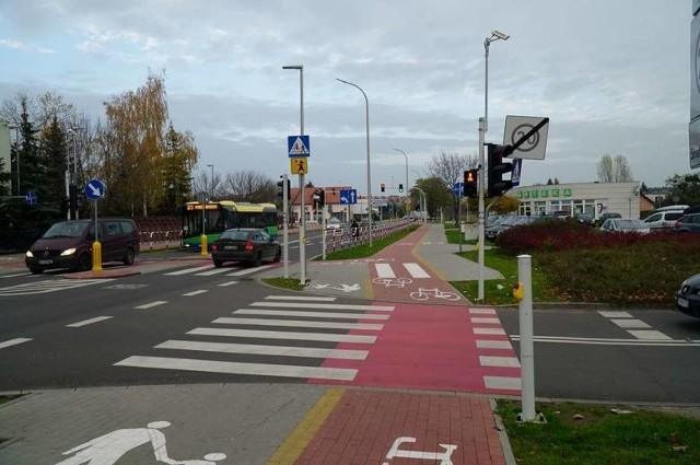 Przebudowa ulicy Poznańskiej - na odcinku od Piaskowej do Gdyńskiej - w Koziegłowach zakończyła się w ubiegłym roku. Inwestycja była finansowana z budżetu powiatu poznańskiego i gminy Czerwonak, a także z Rządowego Funduszu Rozwoju Dróg. Zadanie było powiązane z rozbudową ulicy Gdyńskiej. Na skrzyżowaniu Gdyńskiej z Poznańską powstało rondo.