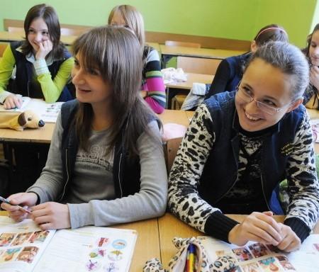 Uczennice klasy III b z Gimnazjum nr 1 w Gubinie wierzą, że w kwietniu egzamin gimnazjalny z języka obcego zdadzą bardzo dobrze.