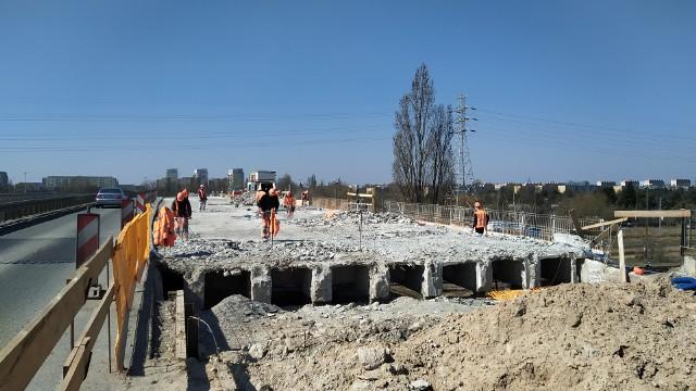 Wyremontowany wiadukt na ul. Dąbrowskiego przejmie ruch i umożliwi dodatkowy objazd podczas wyburzeń i budowania nowych wiaduktów na ul. Przybyszewskiego, które mają się rozpocząć w 2021 r.