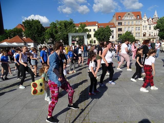 Rozbudzeni - Rozmarzeni impreza zorganizowana w Chełmnie przyciągnęła na rynek wiele osób