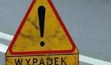 """Kierowca wjechał w barierki ochronne na """"siódemce"""" pod Szydłowcem. Ranny trafił do szpitala"""