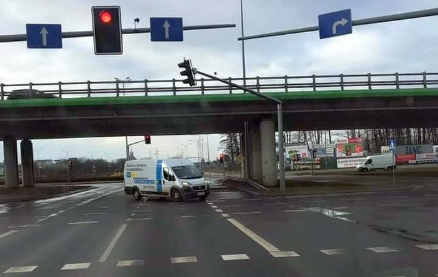 Kierowca auta dostawczego z Castoramy w Białymstoku jechał przez rondo pod prąd