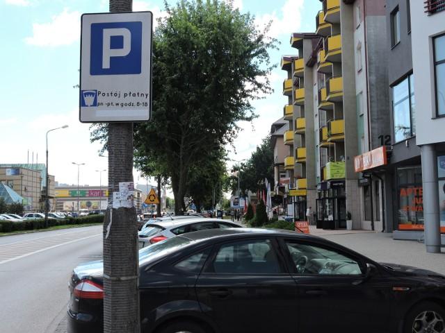 Z tablic zniknęła informacja o tym, że w sobotę trzeba płacić za parking