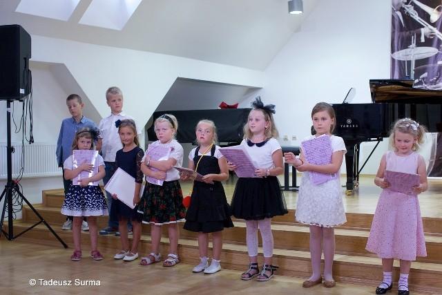 W sali koncertowej im. prof. Marka Jasińskiego Państwowej Szkoły Muzycznej I i II st. im. Witolda Lutosławskiego w Stargardzie odbyło się wczoraj po południu uroczyste rozpoczęcie nowego roku szkolnego dla klas pierwszych.