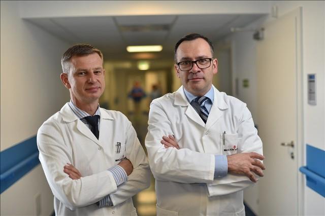 Prof. Marcin Jóźwik i dr Paweł Szymanowski ze Szpitala św. Rafała w Krakowie przeprowadzili innowacyjny zabieg urologiczny