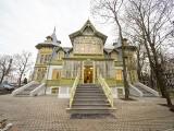 Zabytkowa willa w Centralnym Muzeum Włókiennictwa w Łodzi jak nowa. Do skansenu Łódzkiej Architektury Drewnianej trafiła z Rudy Pabianickiej