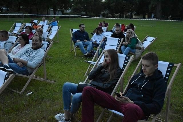 W unisławskim parku znów byłą możliwość obejrzeć film pod chmurką