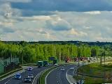 Konwój ze sprzętem medycznym przejechał przez Białystok. 47 ciężarówek wiezie blisko 300 ton środków ochrony na Białoruś [ZDJĘCIA]