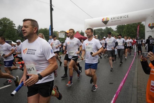 Katowice Business Run co roku gromadzi na starcie wielu biegaczy chcących pomóc potrzebującymZobacz kolejne zdjęcia. Przesuwaj zdjęcia w prawo - naciśnij strzałkę lub przycisk NASTĘPNE