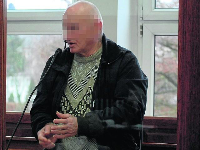 67-letni Zenon R. do zabójstwa się nie przyznał. Twierdzi, że zadał ciosy nożem w warunkach obrony koniecznej. Jeśli sąd mu nie uwierzy, może usłyszeć wyrok od 12 lat za kratami po dożywocie