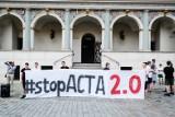Stop ACTA 2.0. Protest przeciw cenzurze Internetu na Starym Rynku w Poznaniu