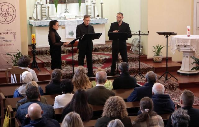 Zespół wokalny Exploratori Ensemble, pod dyrekcją Pawła Pawłowicza wystąpił w kościele przy ul. Szkolnej 10 w Grudziądzu.