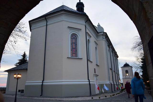 Po wykonaniu prac teren wokół kościoła w Obrazowie mocno się zmienił.