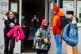 Uczniowie wracają do szkół. Obowiązuje ich reżim sanitarny
