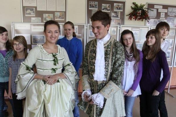 Uczniowie gimnazjum nr 3 przygotowali przedstawienie o swojej nowej patronce. Na zdjęciu Gabriela Wolińska i Damian Chilimoniuk.