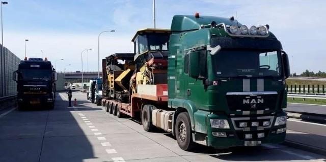 Funkcjonariusze Inspekcji Transportu Drogowego zatrzymali w Baraku na S7 niesprawną ciężarówkę.