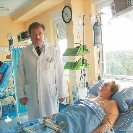 Zaraz po operacji chorzy trafiają na intensywną terapię. Jarosław Jasiński wszczepił by-passy pani Emilii ze Wschowy. - Teraz to będę mogła nawet tańczyć - mówi pacjentka.