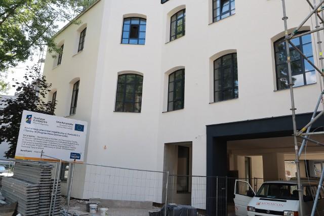 Dawna fabryka Wagnera przy ul. Tuwima 10, z charakterystycznym kominem pofabrycznym, który już wcześniej został odnowiony, została nie tylko wyremontowana, lecz także rozbudowana.