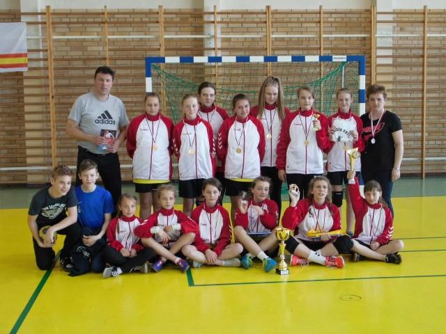 Mistrzynie wojewódzkich igrzysk - drużyna SP Nowe Piekuty