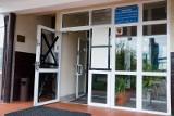 Ośrodek dla uchodźców. Ochroniarz otworzył drzwi po godz. 23. Stracił pracę