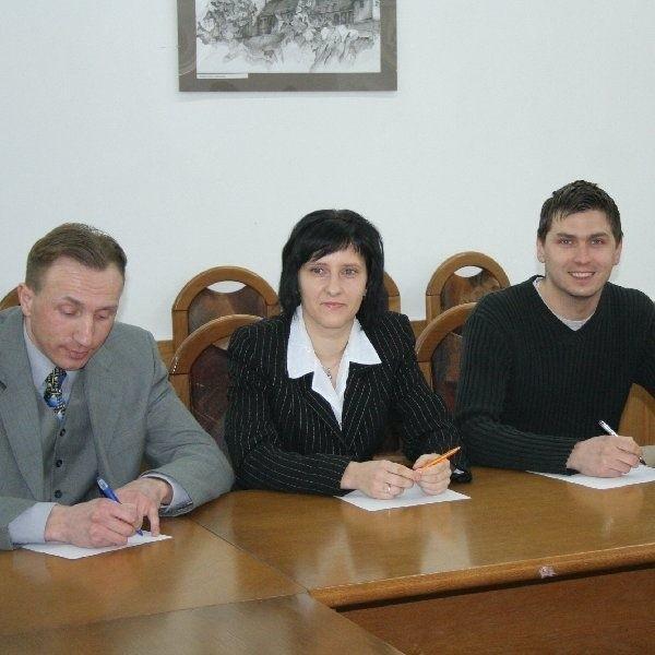 Na zdjęciu (od lewej) trzech z czterech  kandydatów: Mariusz Błaszkiewicz, Ewa  Dudzińska, Dawid Strzyżewski