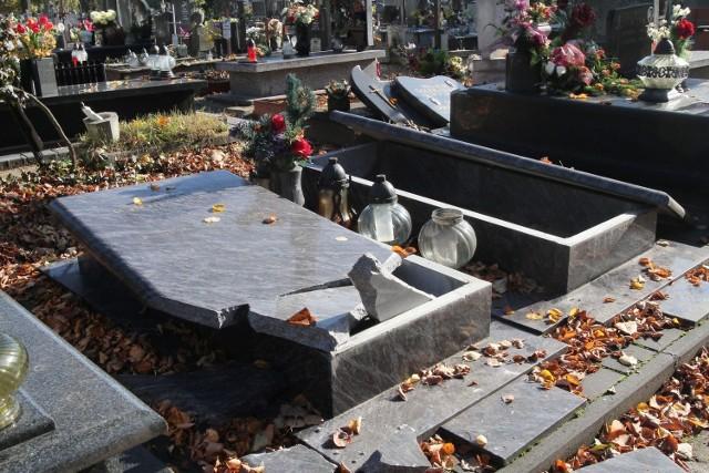 Na łódzkim cmentarzu Mania w Łodzi, zdewastowanych zostało ponad 100 grobów