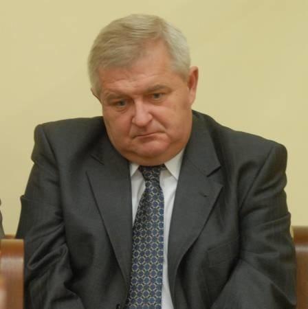 Prezydent Tadeusz Jędrzejczak i pozostali oskarżeni przez dwie dwie godziny słuchali aktu oskarżenia.