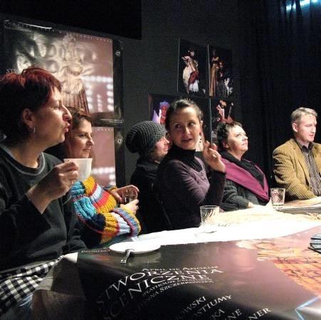 W sobotę o 19.00 w Lubuskim Teatrze premiera sztuki ,,Stworzenia sceniczne'' Aprili de Angelis w reżyserii Roberta Czechowskiego