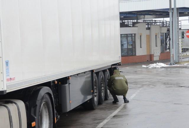 Straż graniczna zatrzymała w Kuźnicy kradzioną naczepę