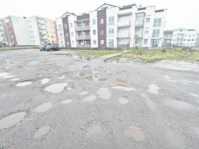 Ulica Promykowa w Koszalinie wymaga pilnego remontu. Przejazd samochodem tym odcinkiem  grozi wręcz uszkodzeniem pojazdu.
