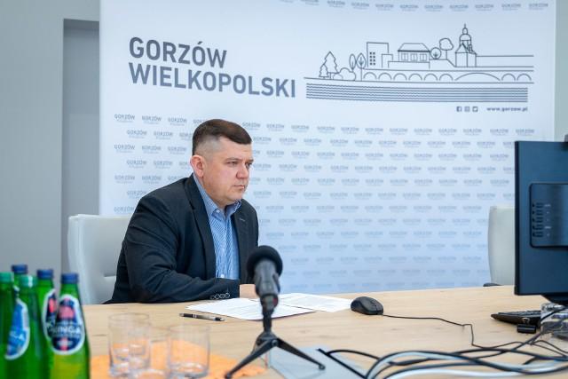 Prezydent Jacek Wójcicki podejmował decyzję podczas wideokonferencji z radnymi.