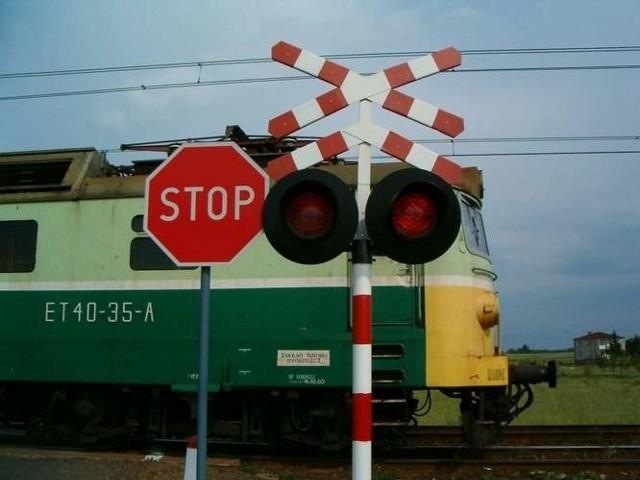W miejscowości Karczyn w powiecie inowrocławskim przejazd kolejowy zalany został betonem.