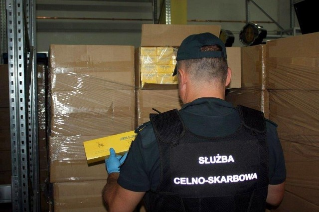 W pobliżu polsko-litewskiej granicy mundurowi KAS z Budziska udaremnili przemyt niemal pół miliona paczek papierosów.