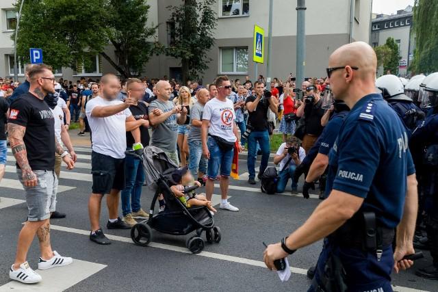 Marsz równości w Białymstoku. Mężczyzna, który zasłaniał się dzieckiem przed policją, został zatrzymany