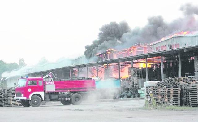 Część hali przy ul. Obrońców Poczty Gdańskiej kompletnie spłonęła. Właściciel oraz pracownicy firmy, która najbardziej ucierpiała w pożarze, otrzymają pomoc ze strony miasta
