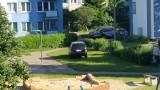 Ul. Mieszka I. Parkowanie na trawie