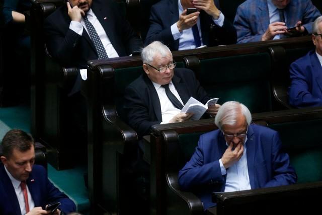 Po tym, jak w 2020 r. najniższe wynagrodzenie wzrosło do 2600 zł brutto - o 350 zł w stosunku do 2019 roku - prezes Prawa i Sprawiedliwości Jarosław Kaczyński obiecał kolejne wzrosty.