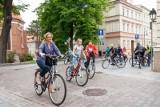 Rady bydgoskich osiedli rodzinnie i na rowerach uczciły 100. rocznicę urodzin i 21. rocznicę wizyty Jana Pawła II [zdjęcia]