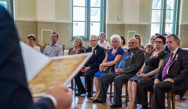 Małżonkom z gminy Nakło medale wręczono w dawnej sali balowej hrabiny Potulickiej w Potulicach