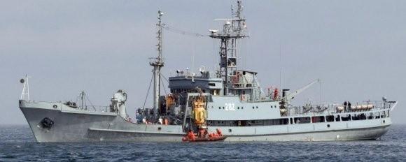 """ORP """"Lech"""" podczas akcji na Bałtyku."""