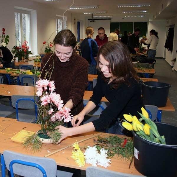 W ramach ćwiczeń z przedmiotów zawodowych studenci WSIE w Ropczycach wykonują m. in. zielniki.